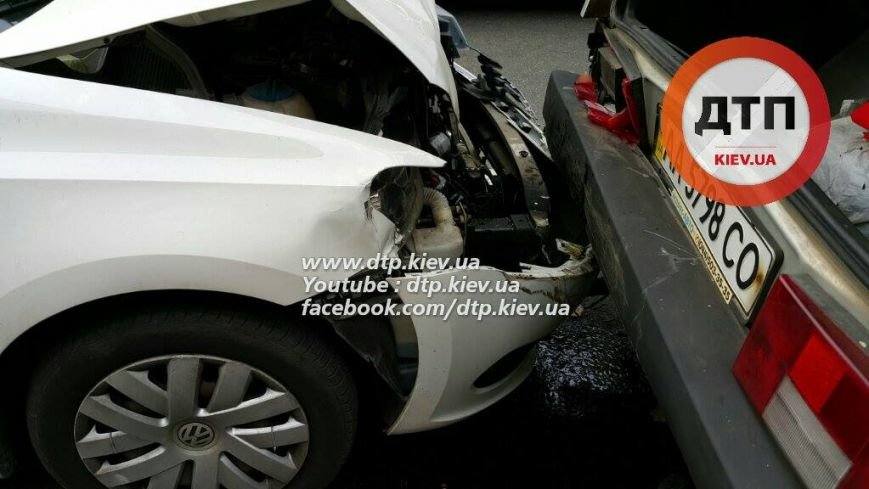 В Киеве столкнулись три автомобиля, есть пострадавшие (ФОТО), фото-2