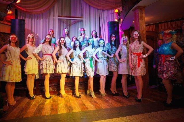 В «ДНР» побоялись показать лица своих красавиц - всегда быть в маске вот их судьба (ФОТО) (фото) - фото 2