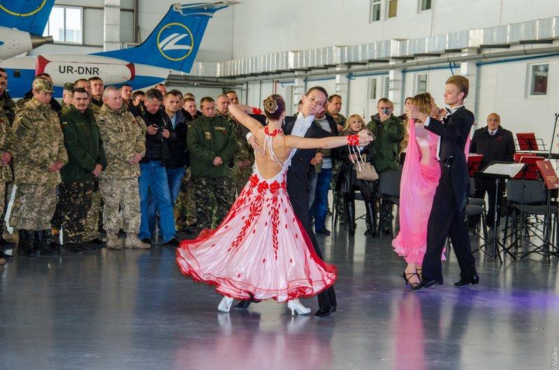 Днепродзержинские школьники поздравили воинов с Днем защитника Украины (фото) - фото 6