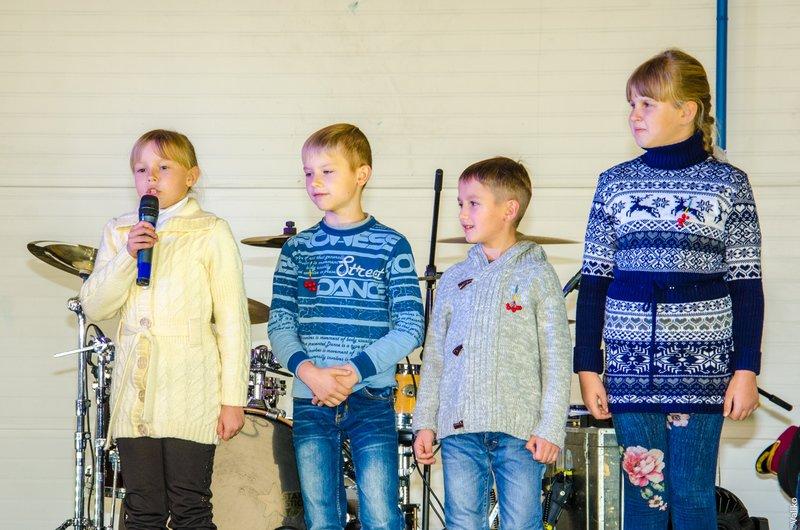 Днепродзержинские школьники поздравили воинов с Днем защитника Украины (фото) - фото 7