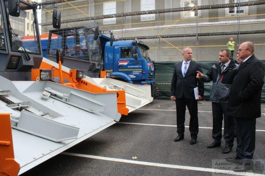 В Симферополе презентовали новую спецтехнику, которая будет использоваться при уборке города зимой (ФОТО) (фото) - фото 3