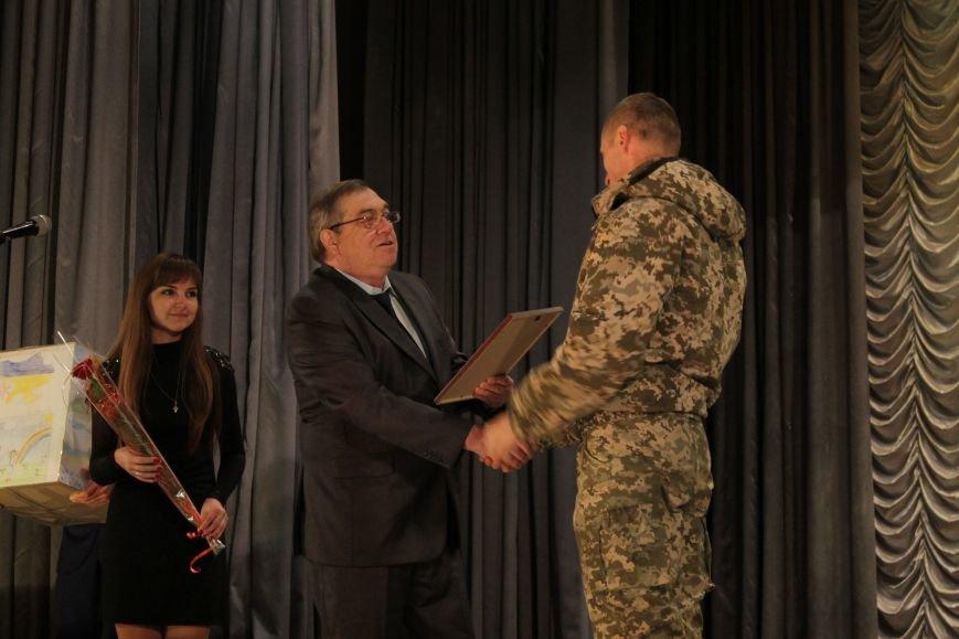 В добропольском дворце культуры состоялся большой праздничный концерт (ФОТО), фото-2