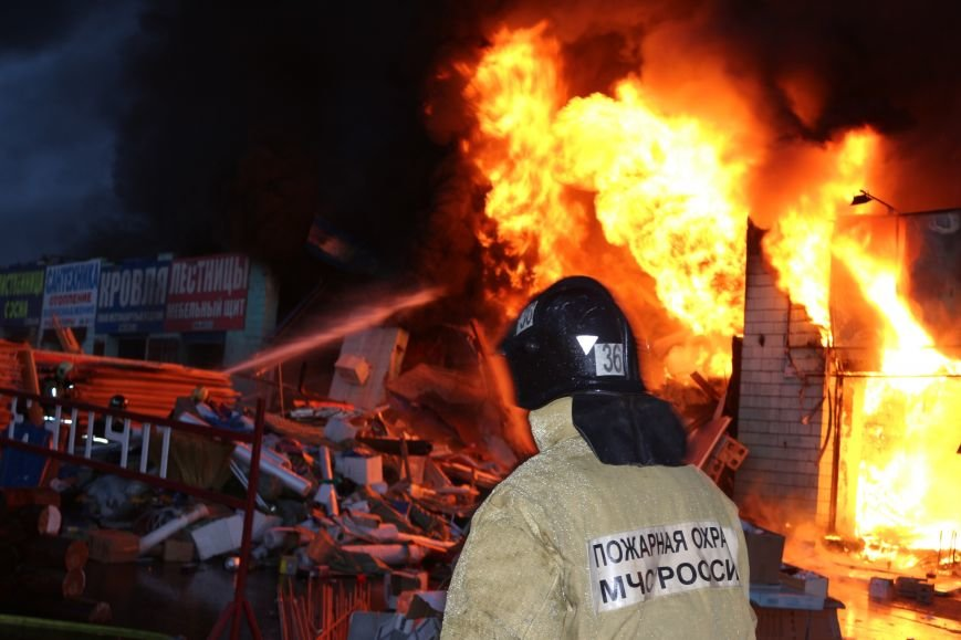 Пожар на строительном рынке «Мельница» на Калужском шоссе ликвидирован (ФОТО,ВИДЕО), фото-2
