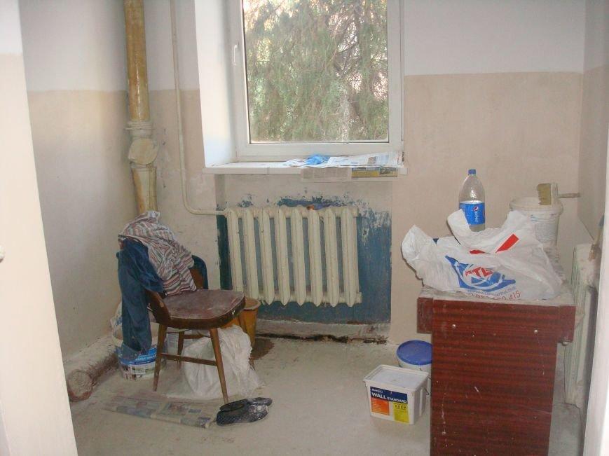 Учеников 20 школы переселили в здание, где не хватает кабинетов и отсутствовал туалет (ФОТО) (фото) - фото 1
