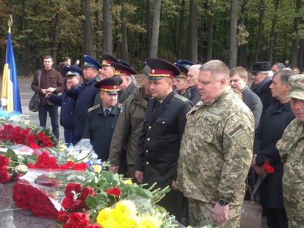 Харьковчане почтили память Защитников Украины (ФОТО) (фото) - фото 1