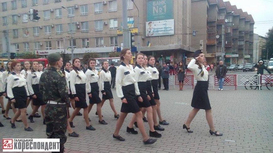 У Франківську дівчата йшли строєм нарівні з хлопцями (ФОТО), фото-11