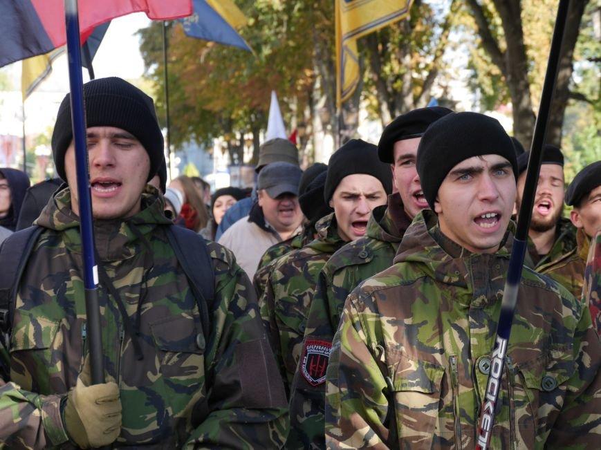 """У Тернополі сотні людей взяли участь у """"Марші пам'яті"""" (ФОТОРЕПОРТАЖ) (фото) - фото 1"""