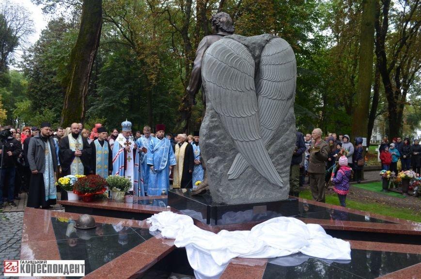 В Івано-Франківську освятили пам'ятник убитому на Майдані Роману Гурику (ФОТО), фото-7