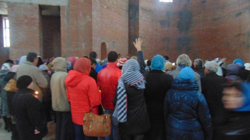 Состоялось первое богослужение в самом высоком храме Мариуполя (ФОТОРЕПОРТАЖ) (фото) - фото 1