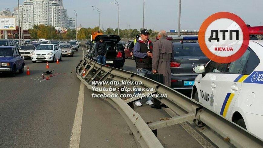 В Киеве водитель авто врезался в отбойник, есть пострадавшие (ФОТО), фото-5