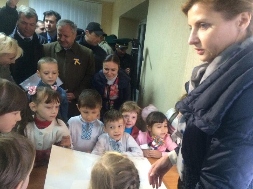 Пограничники подарили Марине Порошенко картину, которую вывезли из Керчи (ФОТО,Видео) (фото) - фото 6