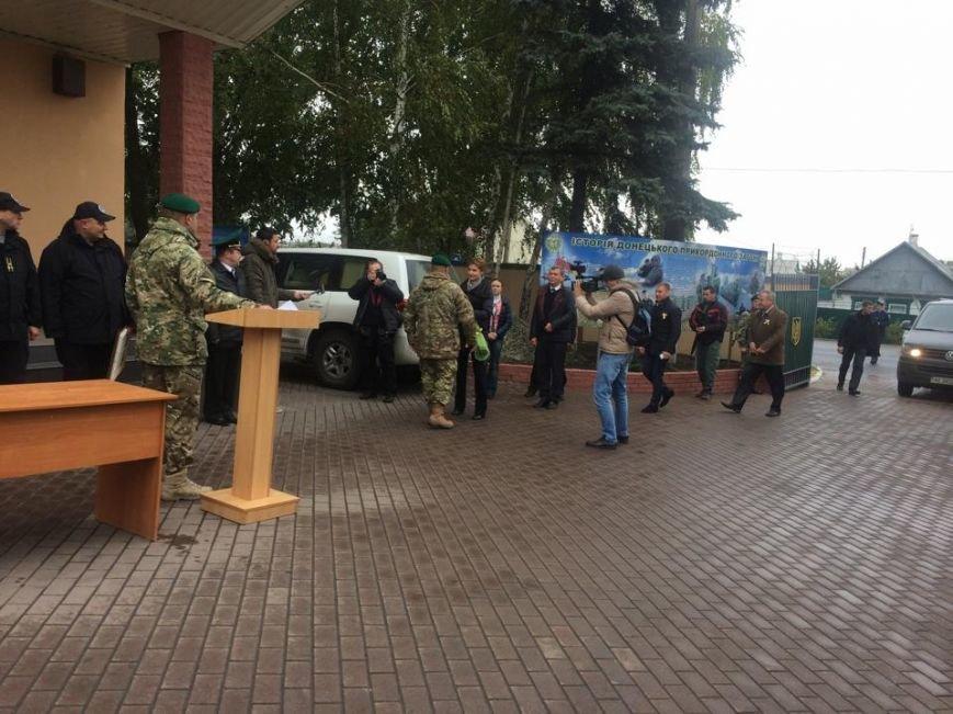 Пограничники подарили Марине Порошенко картину, которую вывезли из Керчи (ФОТО,Видео) (фото) - фото 2
