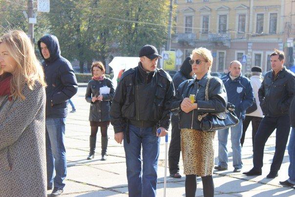 Усіх охочих чернівчан пригощають солдатською кашею на площі Соборній (ФОТО) (фото) - фото 5
