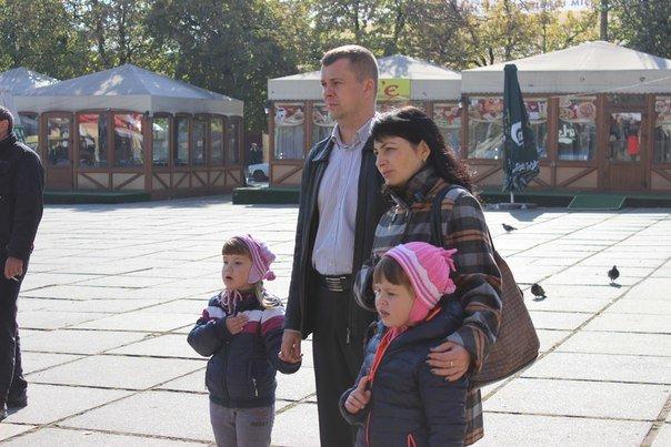 Усіх охочих чернівчан пригощають солдатською кашею на площі Соборній (ФОТО) (фото) - фото 4