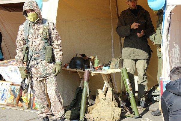 Усіх охочих чернівчан пригощають солдатською кашею на площі Соборній (ФОТО) (фото) - фото 2