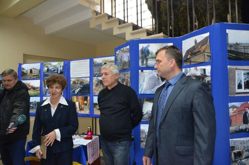 В Мариуполе открылась персональная выставка журналиста Николая Рябченко (ФОТО), фото-17