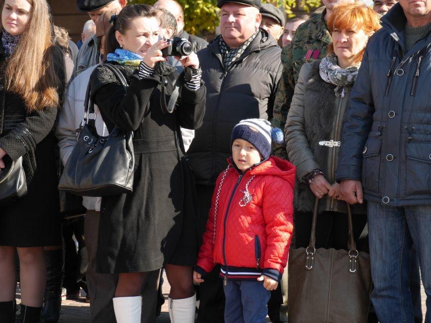 На Театральному майдані відбулося урочисте шикування захисників України (ФОТОРЕПОРТАЖ) (фото) - фото 1