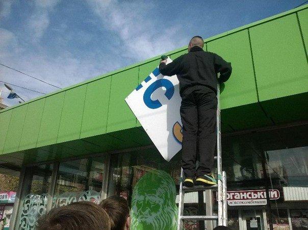 Харьковские активисты поснимали незаконно размещенную рекламу Кернеса (ФОТО) (фото) - фото 1