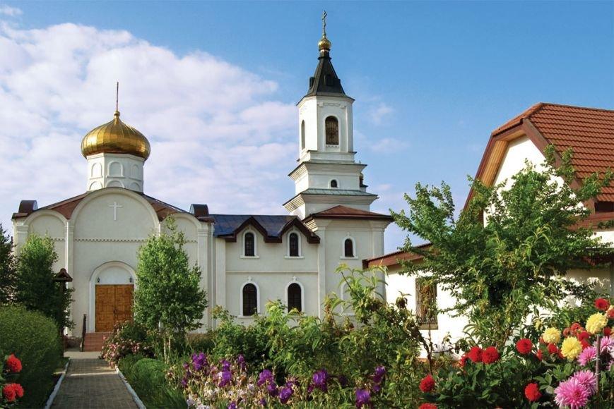Начались работы по восстановлению разрушенного обстрелами Свято-Иверского монастыря (фото) - фото 1