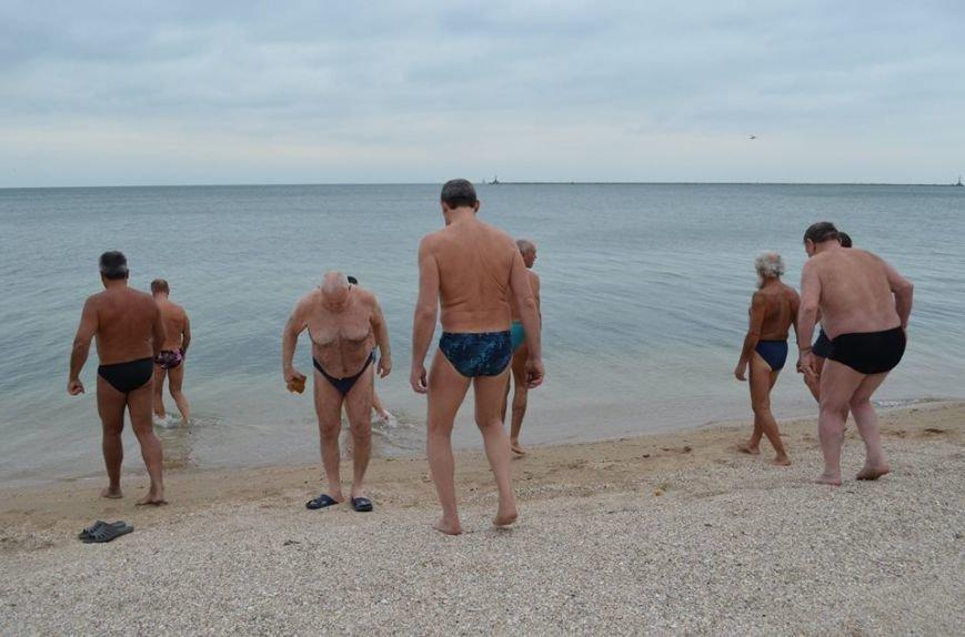 Клуб любителей бега и зимнего плавания «Экстрим» в Бердянске отметил  несколько праздников в один день, фото-3