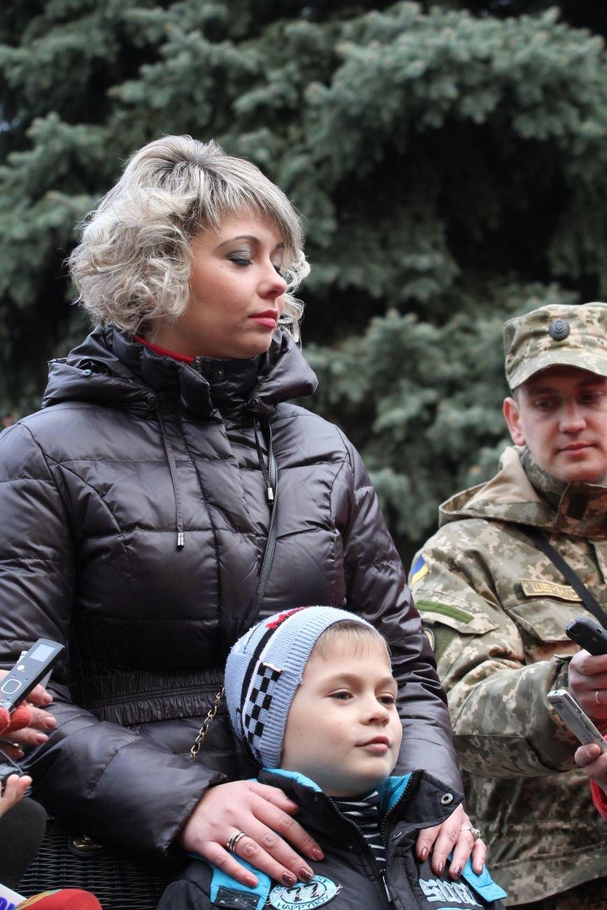 Президент вручил ордера от отдельных квартир семьям девятерых погибших в АТО днепропетровцев (ФОТО), фото-3