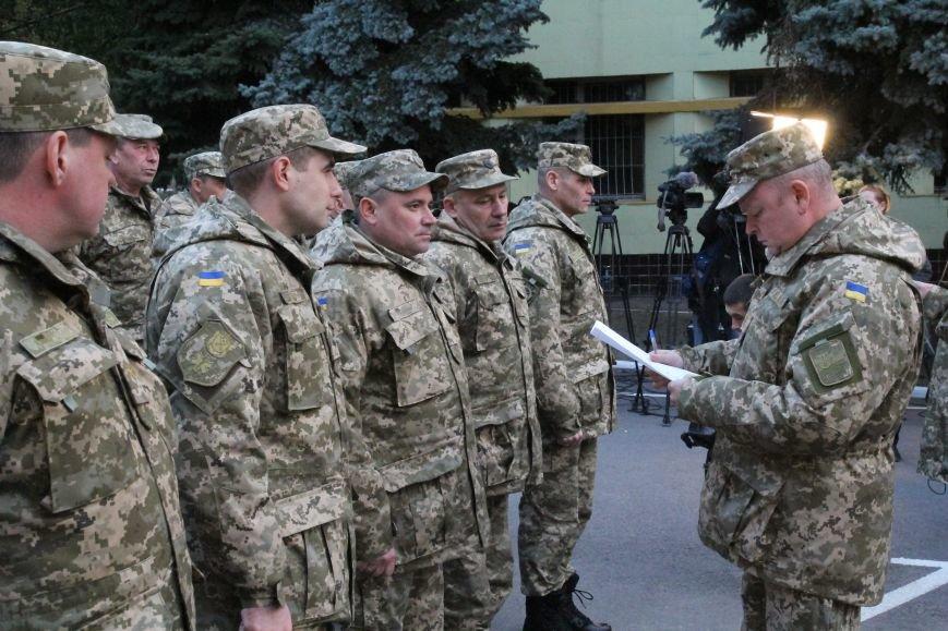 Президент вручил ордера от отдельных квартир семьям девятерых погибших в АТО днепропетровцев (ФОТО), фото-4