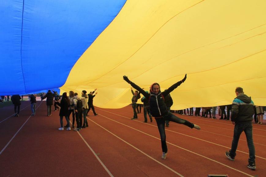 В Артемовске-Бахмуте развернули один из самых больших флагов Украины (ФОТО), фото-4