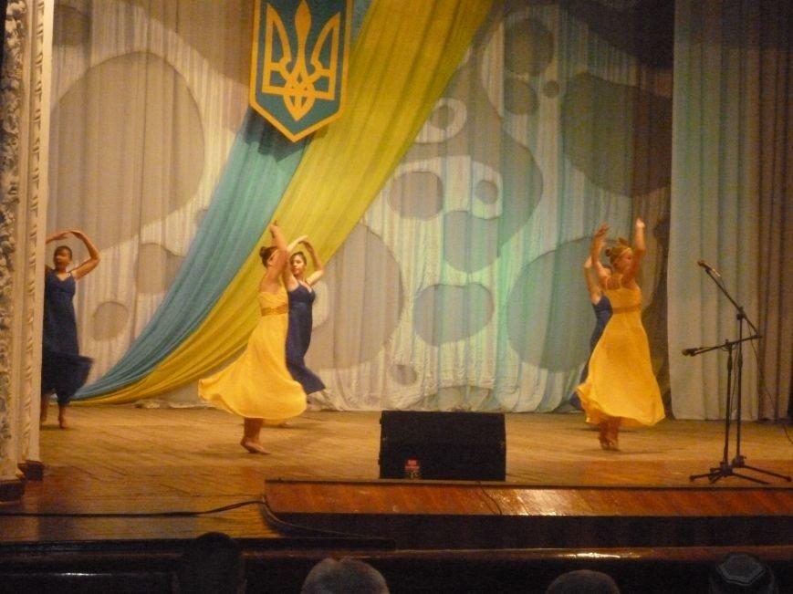 Творческие коллективы Димитрова и сами военные  объединились, чтобы  подготовить  концерт ко Дню защитника Украины на славу! (фото) - фото 1