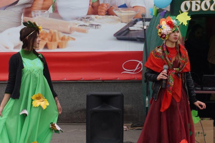 Криворожские студенты помолились «За Украину, мир и покой» и собрали средства на нужды бойцов АТО (ФОТО) (фото) - фото 1