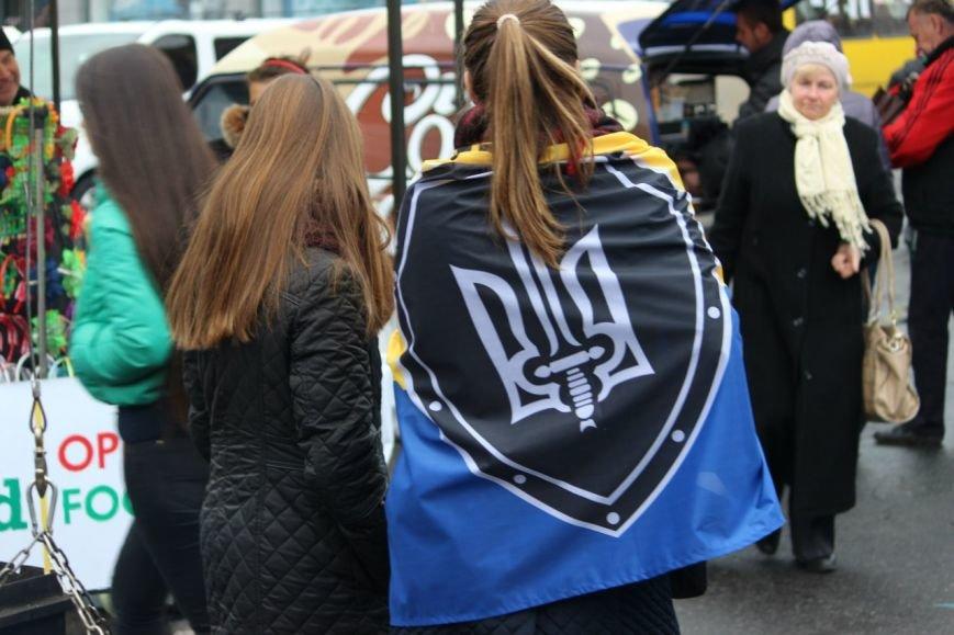 На праздновании Дня защитника Украины в Днепропетровске угощали бесплатной кашей (ФОТО) (фото) - фото 2