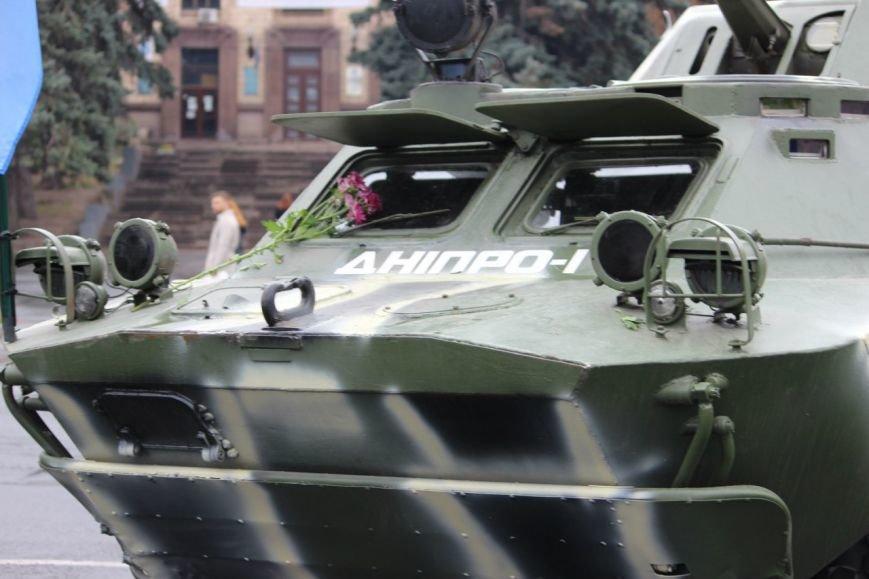 На праздновании Дня защитника Украины в Днепропетровске угощали бесплатной кашей (ФОТО) (фото) - фото 3
