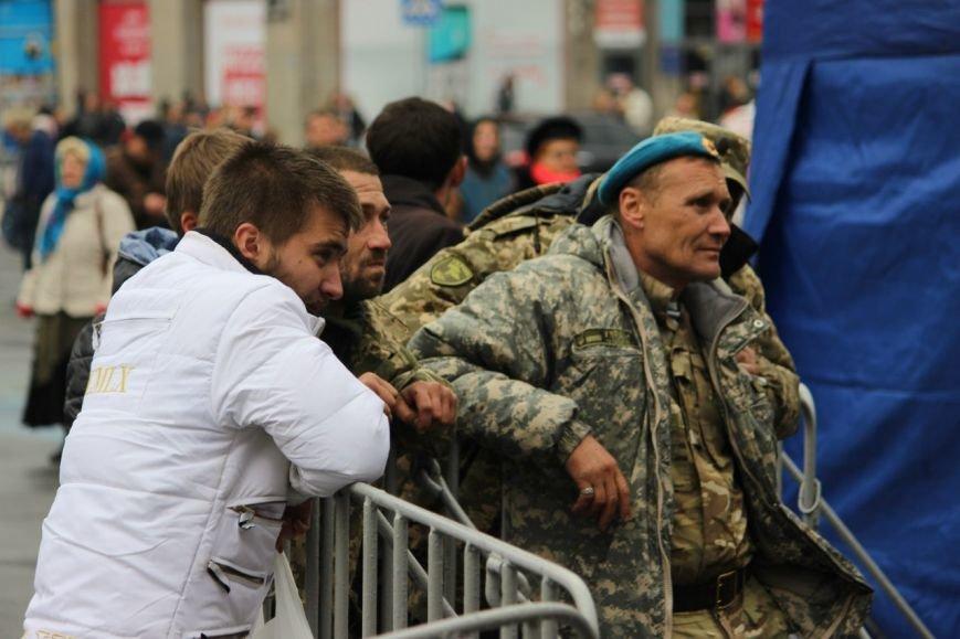 На праздновании Дня защитника Украины в Днепропетровске угощали бесплатной кашей (ФОТО) (фото) - фото 4