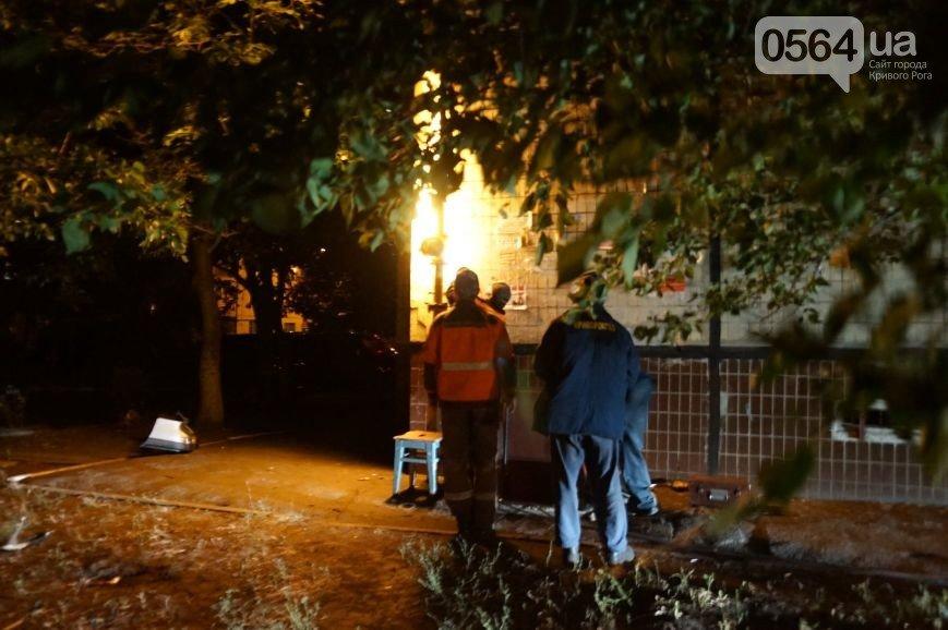 В Кривом Роге: водитель сбил двух пешеходов, открыли Братскую могилу после реставрации, вручили награды погибших бойцов их родным (фото) - фото 3