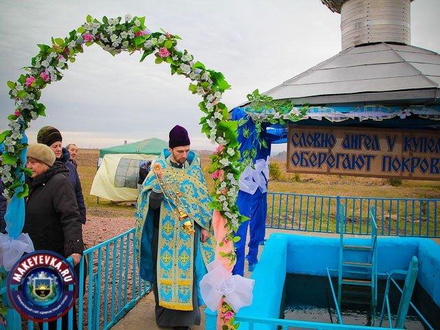 В Макеевке состоялось освящение святой купели и живоносного родника (фото) - фото 1