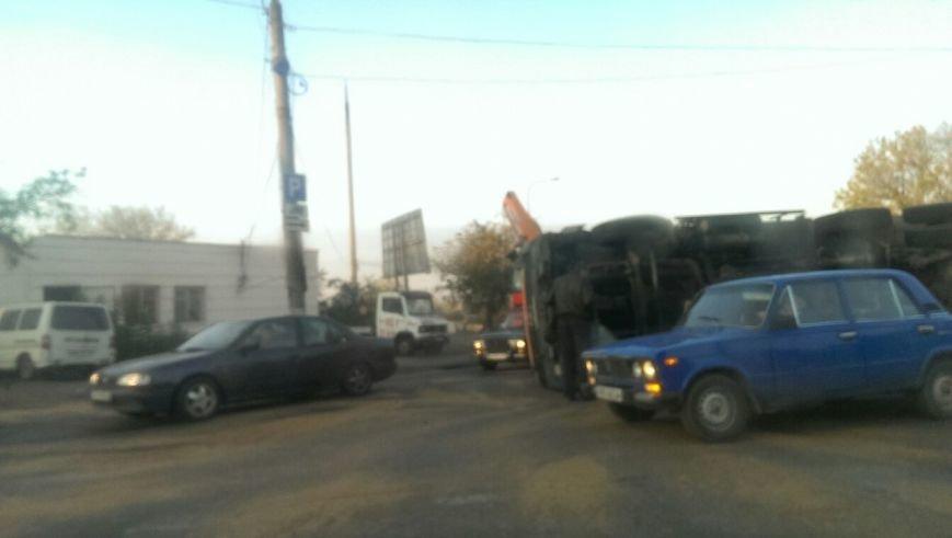 В Одессе на «Двух столбах» перевернулся мусоровоз (ФОТО) (фото) - фото 1