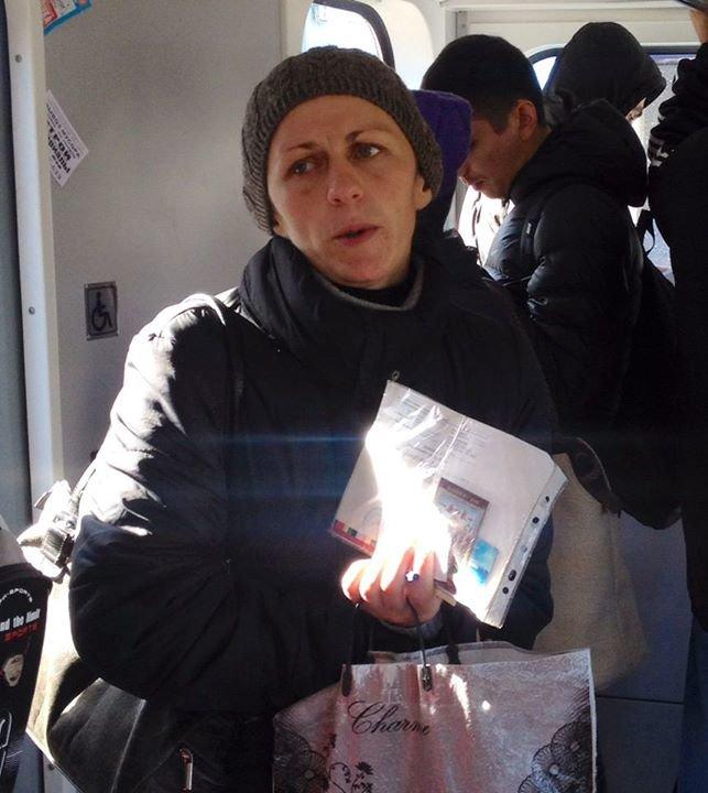 В Киевском метро попрошайничает мошенница,- активисты (ФОТО), фото-1