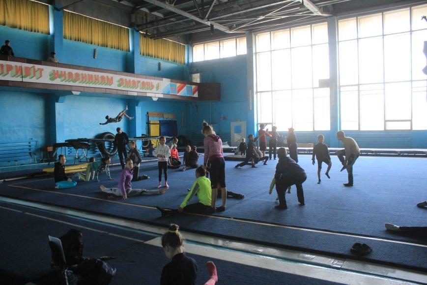 В Днепродзержинске начался чемпионат области по спортивной акробатике, фото-1
