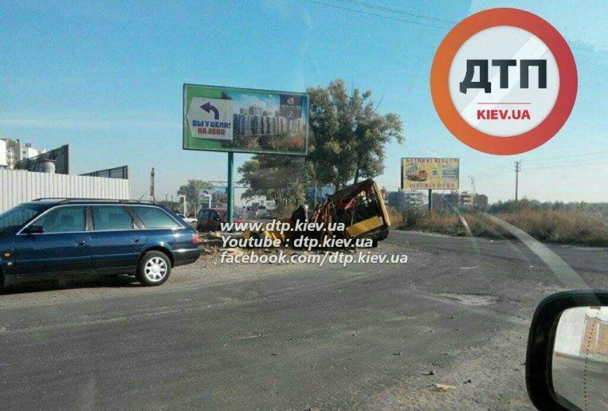 В результате ДТП под Киевом маршрутка превратилась в металлолом (ФОТО), фото-2