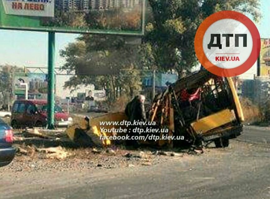 В результате ДТП под Киевом маршрутка превратилась в металлолом (ФОТО), фото-1