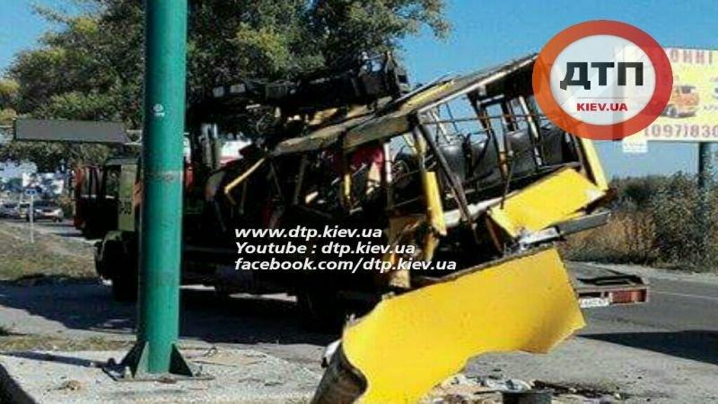 Под Киевом в результате страшного ДТП с маршруткой пострадали люди (ФОТО), фото-3