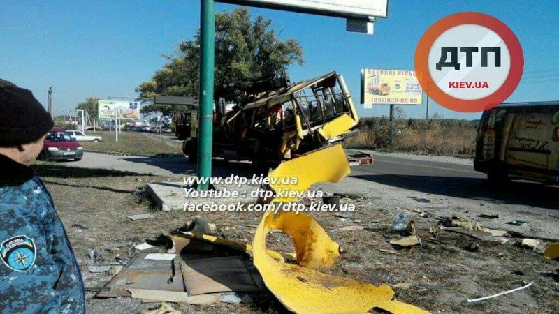 Под Киевом в результате страшного ДТП с маршруткой пострадали люди (ФОТО), фото-2