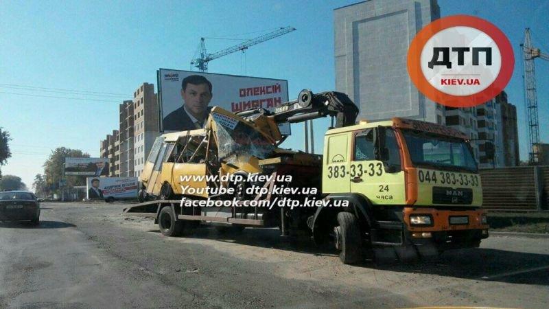 Под Киевом в результате страшного ДТП с маршруткой пострадали люди (ФОТО), фото-5