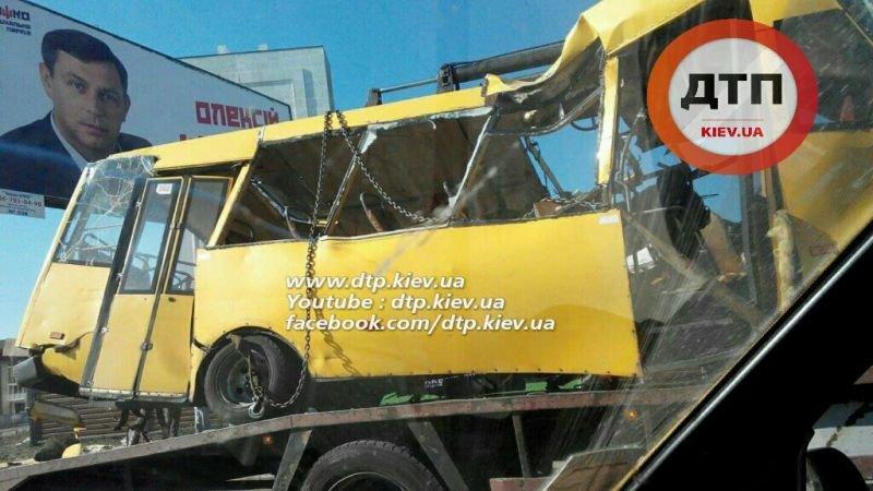 Под Киевом в результате страшного ДТП с маршруткой пострадали люди (ФОТО), фото-4