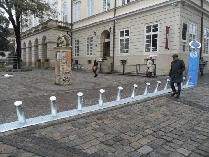 Львів'яни скаржаться на велопрокат, який перегородив площу Ринок (ФОТО+ВІДЕО) (фото) - фото 1
