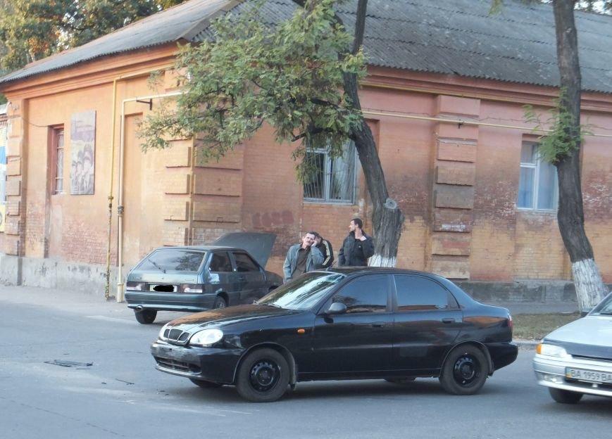 В Кировограде произошло ДТП: автомобиль врезался в дом. ФОТО (фото) - фото 1