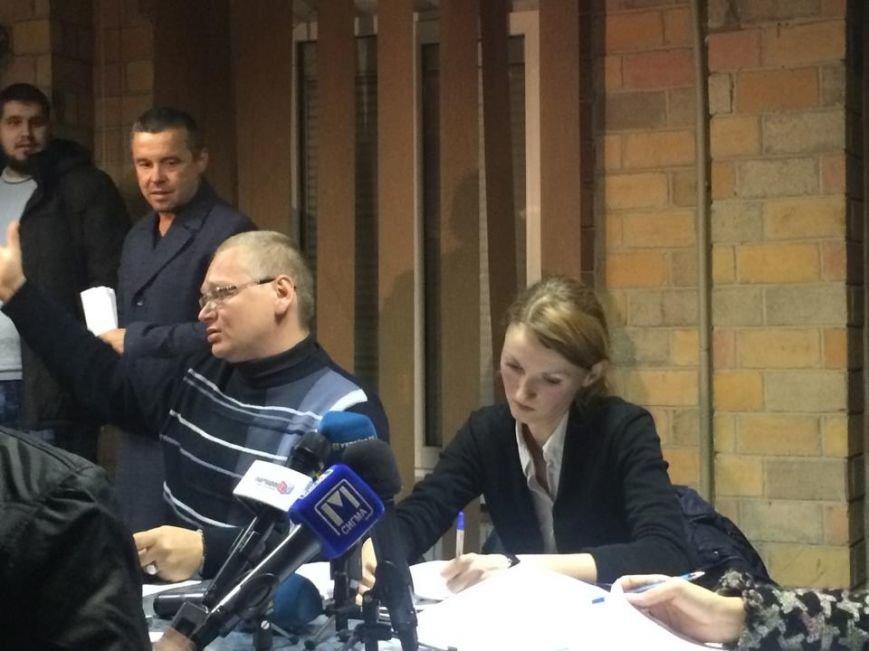 В Мариуполе после 8 часов заседания заблокирована работа территориальной комиссии (ФОТО, Видео), фото-3