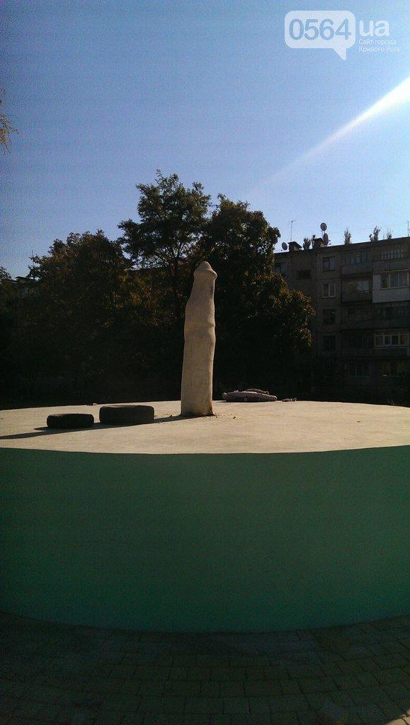 В Кривом Роге: заявили в милицию о размещении политрекламы на доме, демонтировали скульптуру, наградили криворожских защитников (фото) - фото 2