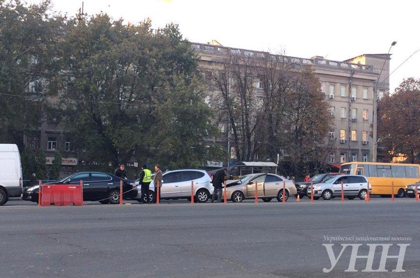 На Победы столкнулись четыре автомобиля (ФОТО) (фото) - фото 2