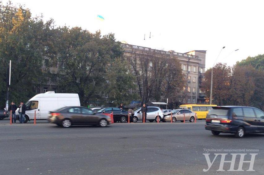 На Победы столкнулись четыре автомобиля (ФОТО) (фото) - фото 1