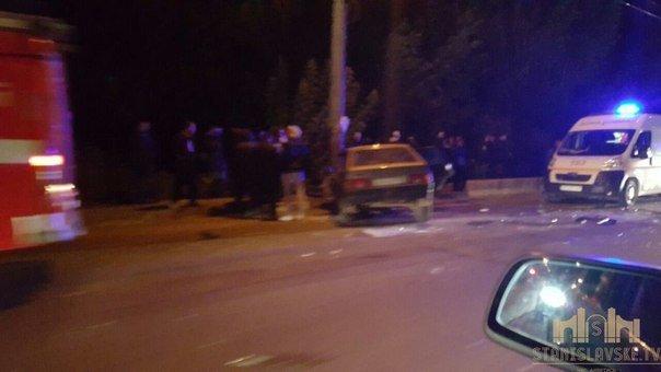 В Івано-Франківську зіткнулися дві автівки. Є постраждалі (ФОТО) (фото) - фото 1